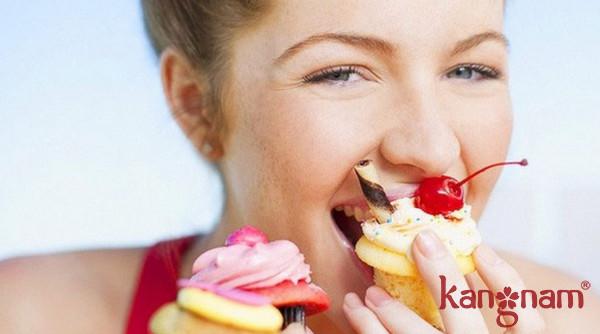 Hạn chế đồ ngọt sẽ làm giảm tình trạng mụn