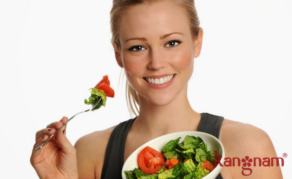 Ăn nhiều rau xanh, trái cây giúp giảm tình trạng mụn