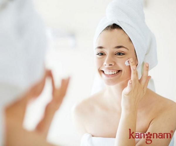 Dưỡng ẩm để da không bị khô căng, lão hóa