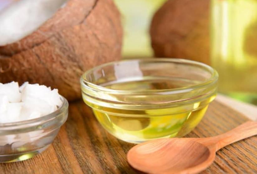 Dầu dừa dùng để ngăn ngừa sự xuất hiện của sẹo mụn