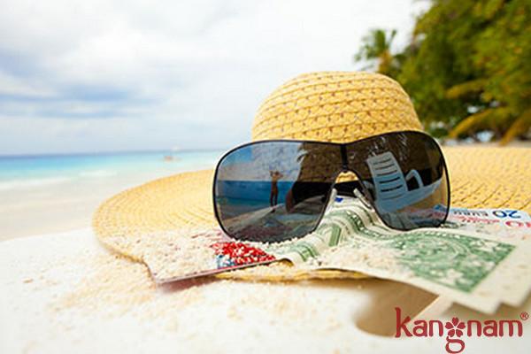 Kính râm sẽ giúp bảo vệ mắt không bị chói nắng