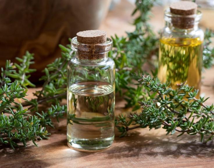 Tinh dầu cỏ xạ hương trị mụn làm dịu da