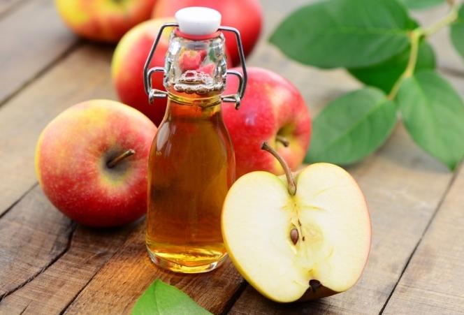 Giấm táo giúp kháng khuẩn trong sản phẩm trị mụn
