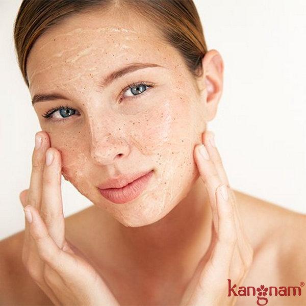 Tẩy da chết quá nhiều làm da trở nên nhạy cảm và dễ bị kích ứng